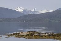 44/5000 Norwegian landscape on the Atlantic road