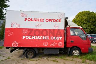 LKW mit der Aufschrift polnisches Obst