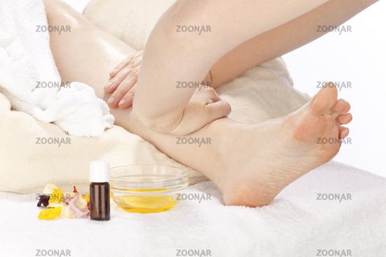 Rhythmic aroma oil embrocation