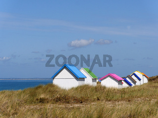 Strandhütten in den Dünen von Gouville-sur-Mer, Normandie