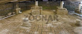 Römischer Mosaikfussboden unter dem Turm der Basilika Santa Maria Assunta von Aquileia