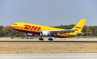 Flugzeug von DHL landet in Frankfurt