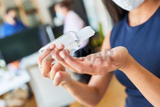 Handdesinfektionsmittel zum Hände desinfizieren