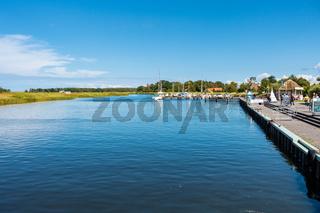 Der beschauliche Hafen von Prerow, Fischland-Darß, Mecklenburg-Vorpommern, Deutschland