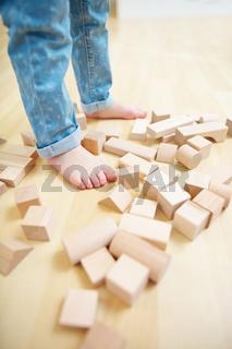 Bausteine liegen auf dem Boden