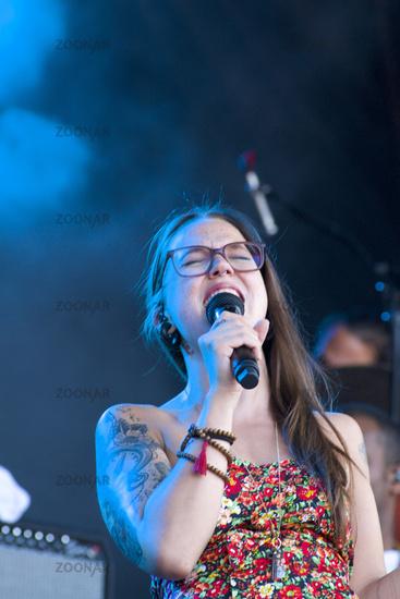 Stefanie Heinzmann playing at summer-festival Rose