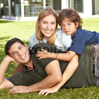 Familie mit Vater, Mutter und Kind