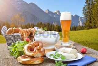 Bayerisches Weißwurstfrühstück in den Bergen