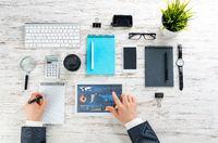Businessman online analysis business analytics