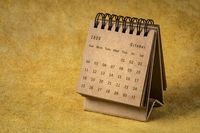 October 2020 - spiral desktop calendar