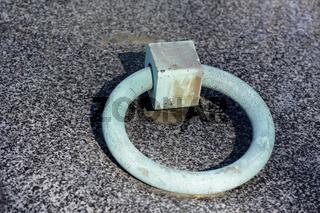 Ring einer Grabplatte mit Grünspan