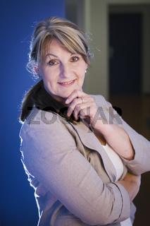 Frau im Flur