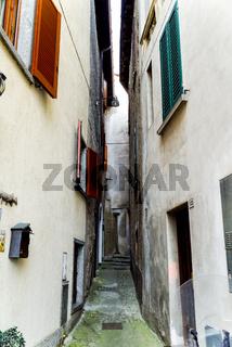 Italien - kleiner weg zwischen Hauesern - Venedig