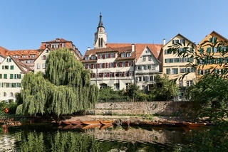 Stadtansicht von Tübingen am Neckar mit Stiftskirche St. Georg