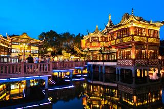 yuyuan garden at night