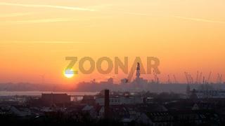 Sonnenaufgang am Hafen von Rostock