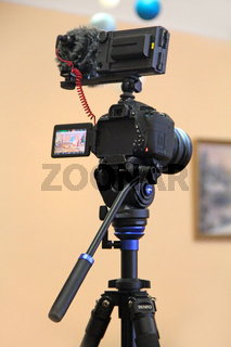 Camera mounted on the tripod ready for shooting. Photographic equipment