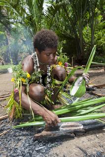 Demonstration der Sago-Herstellung, Papua Neuguinea