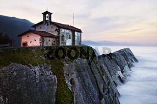 Felsenküste, Zumaia, Baskenland, Biskaya, Spanien