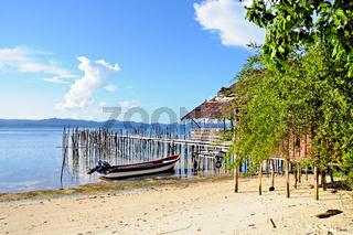 Hütte am Strand von Kri Raja Ampat Indonesien
