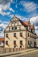 niemegk, deutschland - 17.07.2019 - rathaus am marktplatz