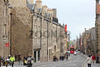 Die Canongate, ein Teil der Royal Mile in Edinburgh