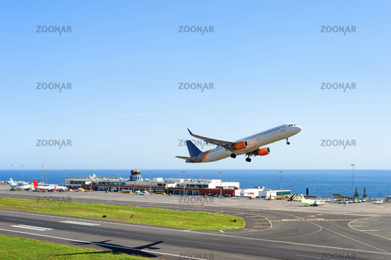 airplane, travel, madeira, aircraft, sky, portugal, tourism, aviation, runway, transport, europe, vacation, skyline, plane, transportation, air, flight, airport, island, off, trip, taking off, fly, airliner, depart, funchal, infrastructure, air travel, bl