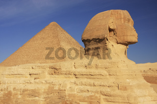 The Sphinx and Great Pyramid of Khufu, Cairo, Egypt