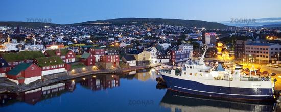 The port of the capital in the evening, Thórshavn, Streymoy, Faeroeer, Føroyar, Denmark, Europe