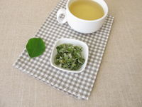 Quince leaf tea, tea with dried quince leaves
