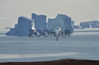Riesige Eisberge im Herbst, Sydkap, Scoresby Sund, Ost-Grönland