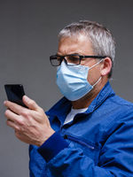 Man with face mask and smartphone