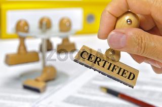 Holzstempel mit Aufdruck certified