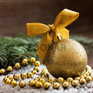 goldene Christbaumkugel
