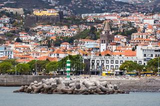 Blick auf die Stadt Funchal auf der Insel Madeira, Portugal