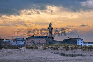 Blick auf den Leuchtturm im Ostseebad Warnemünde