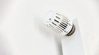 Ventil von Thermostat an Heizung von unten
