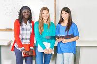 Drei Mädchen als Schüler