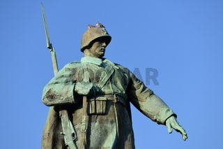 Soldat der Roten Armee Sowjetisches Ehrenmal Berlin