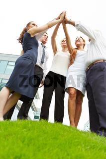 Business Team macht High Five