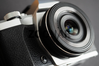Mirrorless camera with an old style