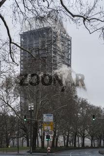 Sprengung des Uni-Turms in Frankfurt