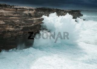 Large waves smash the cliff coast of Sydney