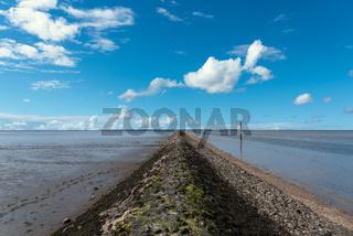 Hochwasserdamm am Benser Außentief in Bensersiel