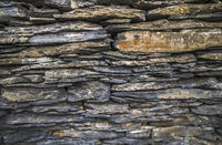 Structure and construction of a slate wall