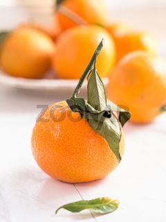Mandarinen auf einem Tablett