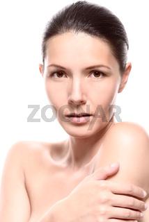 Nackte Frau bedeckte ihre Brust