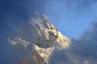 Wolkenstimmung am Gipfel Dent Favre