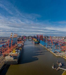 Luftansicht vom Hamburger Hafen.