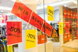 Schild: 'Wir schließen'